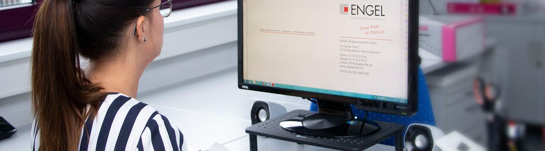 Setzen Sie sich mit uns in Kontakt! Wir helfen Ihnen gerne weiter. Auf dem Bild zusehen: Rezeption der Engel Präzisionsprofile GmbH
